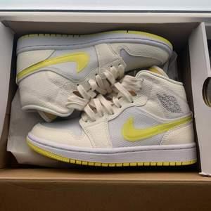 Intressekoll på mina Air Jordan Mids storlek 36.5, nya. Självklart äkta, kvitto finns.