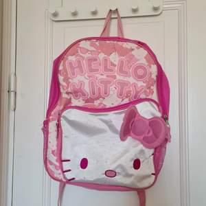 As söt hello kitty ryggsäck som tyvärr inte kommer till användning💕💕