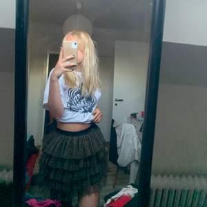 Super söt somrig kjol med leopard mönster. Köpt secondhand, passar en XS/S. Köparen står för frakten💕