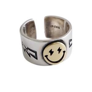 Säljer denna ring tillsammans med mitt uf företag. Storleken är justerbar och materialet är Sterling silver 💕 @minoo.uf för fler smycken och ringar