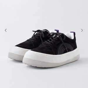 Intressekoll på dessa snygga skor från eytys. Väldigt bra skick. Köpta för 2200kr, säljer för 1500kr inklusive frakt