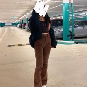 Jätte fina manchester jeans från Shein som är helt slutsålda. Säljer endast om jag får bra bud! STARTBUD : 200kr