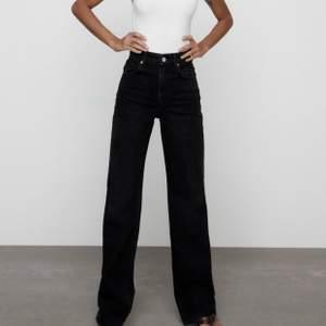 Raka Zara jeans, går till marken utan skor för mig som är 165. Avklippta! (Finns såklart fler bilder att få)