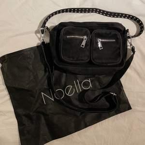 Säljer nu min Noella väska som är lik Nunoo väskorna! Köpte den för 600kr & har inte använt den speciellt mycket. Inga defekter eller fläckar!! Frakt tillkommer! Skriv vid eventuella frågor osv❤️