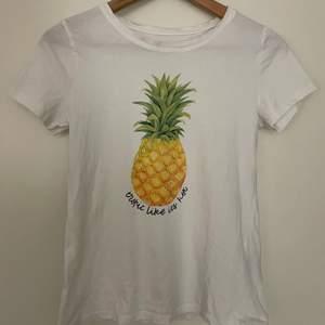 Fin T-shirt i bra skick
