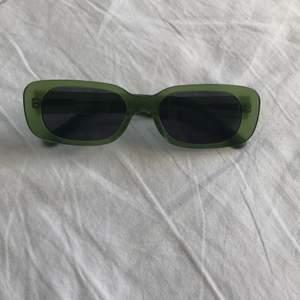 Solglasögon från Carin Wester, knappt använda. Möts upp i Stockholm eller så betalar köpare för frakt