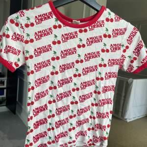 Babytee från Urban Outfitters, köpt för 2 år sen⭐️