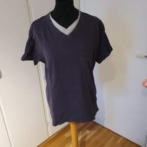 Mörkgrå och ljusgrå t-shirt
