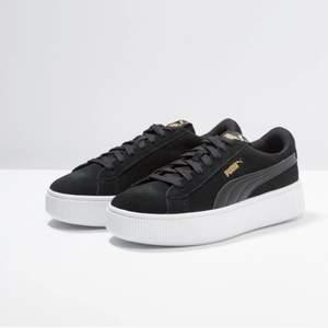 """""""PUMMA"""" skor svarta med lite platå! Köpt för """"599kr"""" använda 1 gång!"""