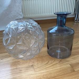 Två olika stora vasar. 50 kr styck