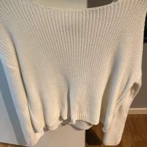 Vit stickad tröja från nakd. Köpt förra året. Storlek S, använd en gång