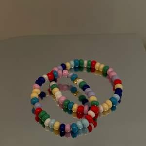 Nu har vi även börjat sälja ringar i glada färger perfekta för sommaren 💫 pris för ring är 29kr💗 skriv till oss om du är intresserad 🥳