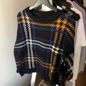 Säljer nu denna fina supermysiga tröja som vart en favorit förra vintern. Den är storlek L men passar S och M. Skriv privat om du har frågor eller för fler bilder 💗