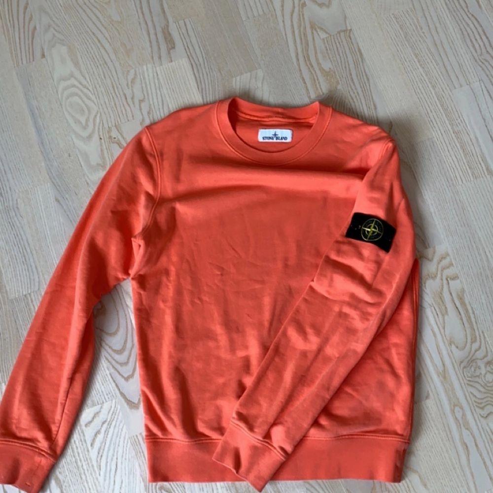 Jag säljer mina stone kläder då jag växt ut min tröja. Båda plaggen är i väldigt bra skick och tillsammans är nypris 3500. Jag säljer båda för runt 1500 kr. (Pris kan diskuteras).. Huvtröjor & Träningströjor.