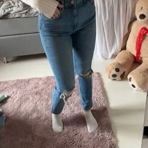 Snygga jeans från Ginatricot dock förstora och har därför aldrig använt dom