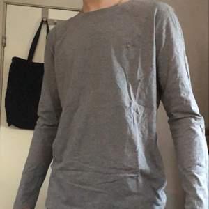 Snygg grå tröja från gant i storlek L, basic och bra att ha!🤩
