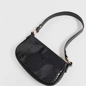 Fin, knappt använd väska från ASOS. Väskan är i nyskick, väldigt trendig just nu.