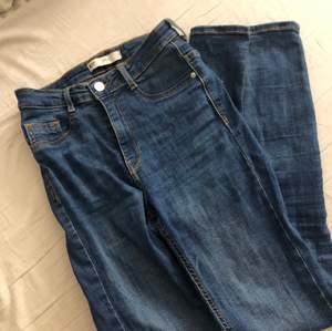 Säljer mina superfina skinny jeans från Molly strl M
