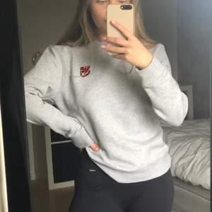 Sweatshirt från björnborg i strl s, använd 1 gång och är som ny