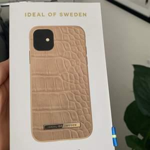 Säljer detta Ideal Of Sweden mobilskal (iPhone 11/Xr) som fortfarande ligger i förpackningen och är som sprillans nytt 💕 Skriv så kan vi förhandla om priset, köparen står för frakten:)