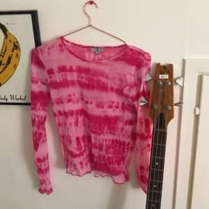 fin tröja köpt secondhand, har knappt använt själv. är i storlek m men passar mig som xs/s (sitter dock inte supertajt då)