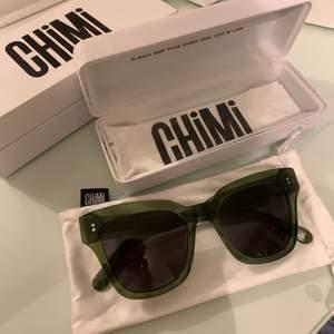 Hej! Säljer dessa sjukt snygga glasögon från chimi eyewear! SLUTSÅLDA. Aldrig använda! Har för många solglasögon!💗 Köpta för 1000. Modell 005