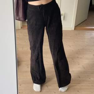 Bruna Manchester byxor köpta på humana❤️🔥 (jag har sytt in dem lite i midjan)