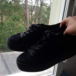 Säljer dom här snygga vagabond skorna från skorett. Knappt använt och ser nya ut, säljer för köpte för liten storlek. Nypris 1000kr på skorett.