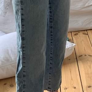 Använda 1 gång. Säljer bara för att de är lite korta på mig som är 178/9 m långa ben. 150 +frakt och kan skicka postbevis!😇 Pris diskuterbart.
