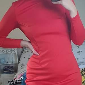 Hej!! Säljer min nicki minaj klänning i strl S. Köpt på hm men är väldigt limited edition eller vad man nu säger. Väldigt bra skick!! Köpte den runt 2016 tror jag och hittade den under garderobs rensing. Använd på nyår 2017 sen har den inte använts. Tänkte det kunde få bli budgivning?