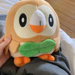 Rowlet gosedjur från Pokemon. Köpt på Närcon lol. Frakt tillkommer!