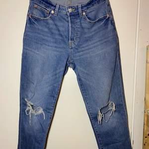 Bekväma boyfriend jeans som sitter jätte fint, köpte dom i somras, säljs pga att dom inte kommer till användning längre. Köpte dom i lager 157.