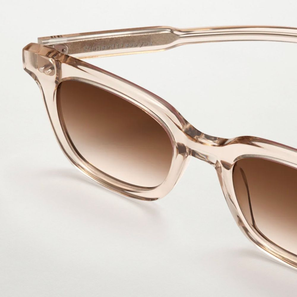 Chimi glasögon i modell #101 färgen Ecru! Använda två gånger, så i nyskick! Nypris: 999kr . Accessoarer.