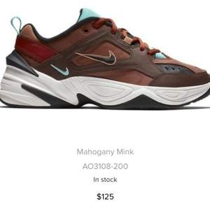 Köpta av Lisa Anckarman men tyvärr för små därmed knappt använda. Sko som passar både till vardag och träning. Har bytt skosnöre från röda till svarta, kan ändra till vita om köparen önskar det!