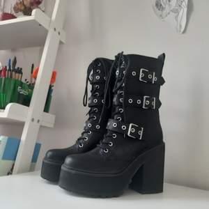 Oanvända boots från KILL STAR, i nyskick,  storlek 41. Accepterar swisch. Kan även mötas upp i Stockholm.