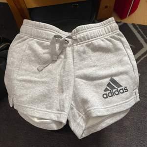 Mjuka shorts med snörning nyskick