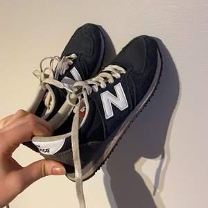 Jävligt snygga sneakers från new balance som knappt kommit till användning alls tyvärr så i bra skick. Frakt tillkommer🤍✨