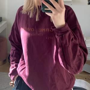 Super cool sweatshirt ifrån Nakd, i storlek S! Skicka för fler bilder. Använd fåtal gånger