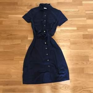 säljer en blå klänning från vila! jag säljer klänningen för 85kr + frakt! skriv till mig på DM om du är intresserad eller har några frågor!