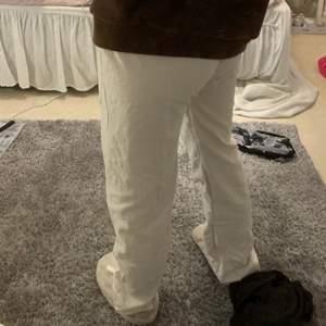 Byxor som jag sytt själv OBS! Väldigt lågmidjade! Väldigt långa så passae upp mot 175cm , köparen står för frakt på 48kr