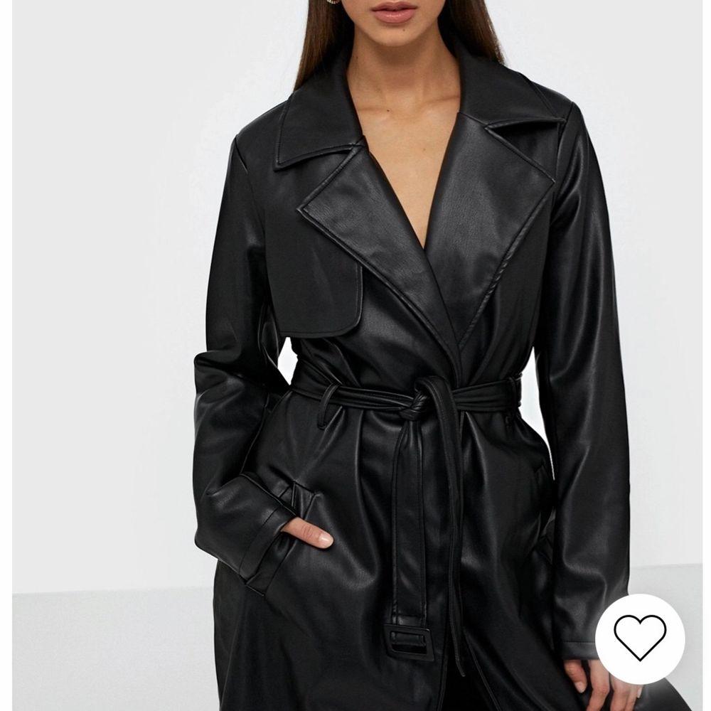 Köpt på Zara hösten 2020 för 799kr . Använd endast 1 gång för utgång.. Jackor.