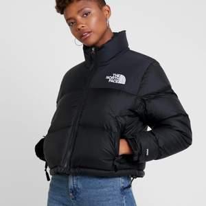 Nån som vill BYTA jacka? Skulle vilja ha en north face jacka i någon färg, tex. blå eller liknande😆 min är i storlek  xs men passar s också!