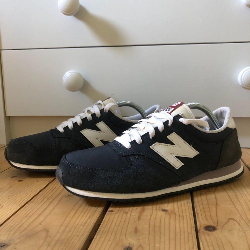 """Säljer ett par new balance 420,  nice suede detaljer, samt jättefräsch blå färg, trendiga """"dad shoes""""💖💖. Skor."""