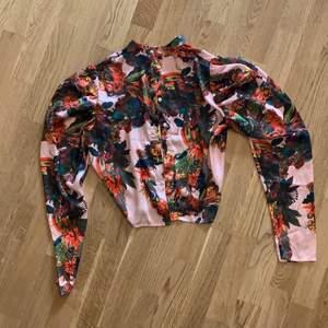 H&M summer shirt size small