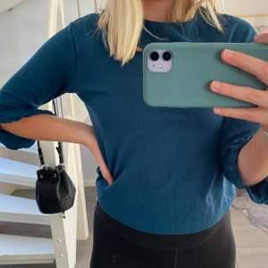 Säljer denna blåa turkosa tröjan från Zara i stl S✨