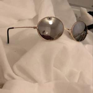 Solglasögon, använda 2-3ggr