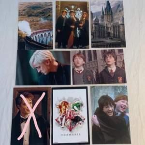 Harry Potter foton som är 15x10 cm stora. Fotona är styva glansiga och alltså inget vanligt papper. 10kr st👓🎩