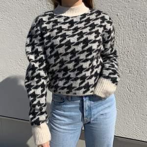Fin stickad tröja ifrån hm köpt för ca 600kr, frakt tillkommer 66