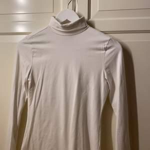 Basic vit polo tröja i fint skick