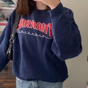 Säljer min kära Thrasher sweatshirt i storlek M! Budet börjar på 150kr, det köptes för 700💓